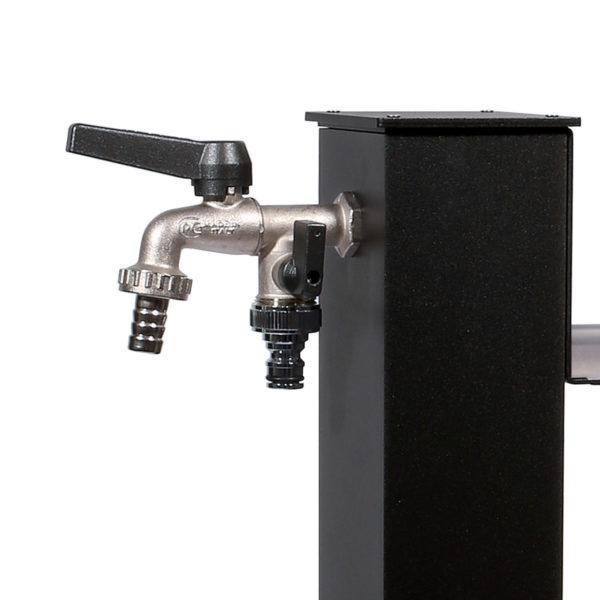 Dettaglio della fontana quadrata in alluminio 42QRR